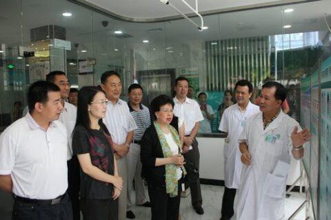 世界卫生组织总干事陈冯富珍考察翠香社区卫生服务中心