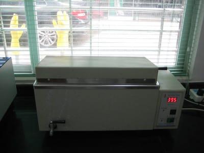 电子恒温水温箱